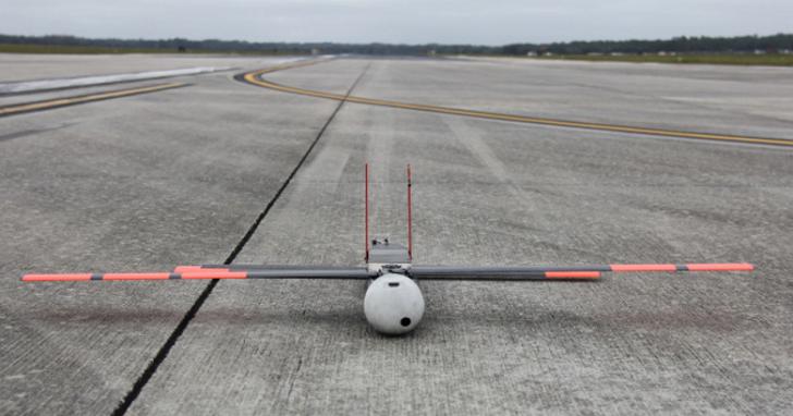 這是一架能飛入颶風眼中的無人機