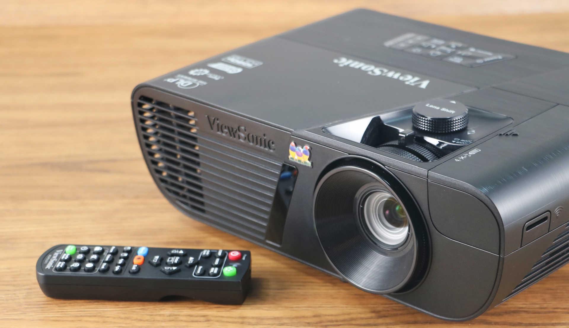 顏色精準、細膩,擁有重低音效果的投影機:ViewSonic Pro7827HD 開箱評測