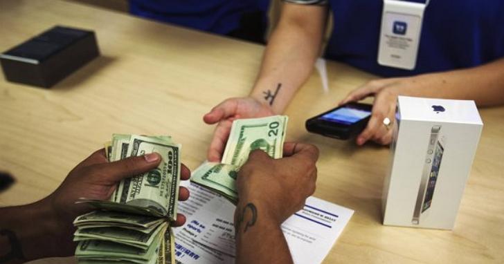 川普若真讓蘋果把工廠搬回美國,每台iPhone可能得漲價100美元......你還會想買嗎?