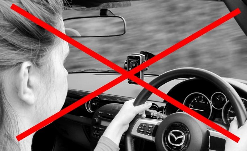 「低頭族GG!」英國政府研擬在手機上安裝「Drive Safe」安全模式,杜絕開車使用手機!