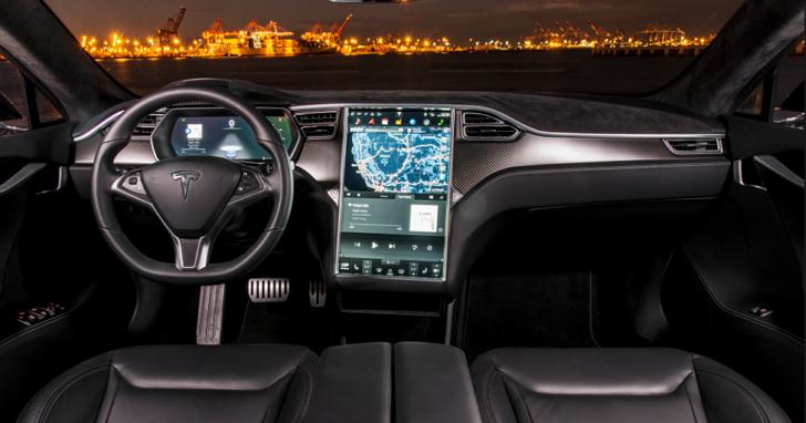 特斯拉致命車禍調查結果出爐:自動駕駛沒犯錯,它比人類駕駛更安全