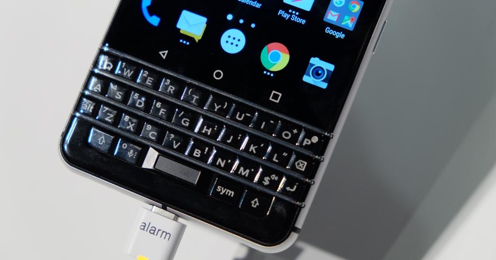 Blackberry 發表了採 Android 7 的 KeyOne 手機,MWC 現場簡單動手玩
