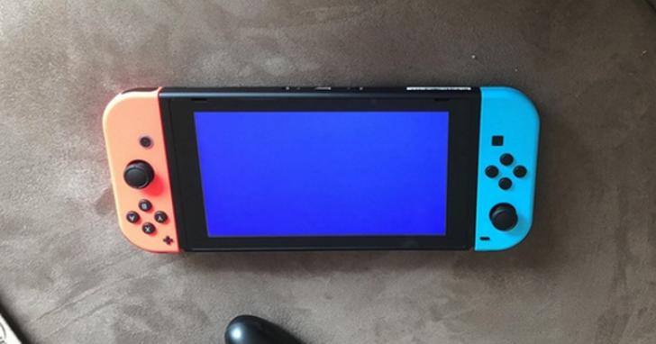 開賣沒幾天已有網友秀出任天堂Switch的藍色當機螢幕,而且任天堂表示暫時無藥可救