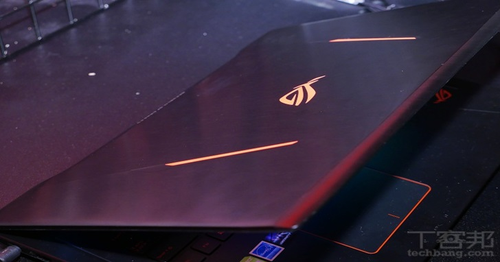 華碩發表 ROG GX800 水冷式超頻電競筆電及 ROG Strix GD30 電競桌機