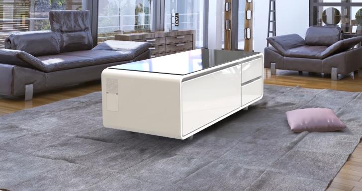 超邪惡!集音響、冰箱、充電器於一身的客廳電腦桌,一不小心就被養成肥宅