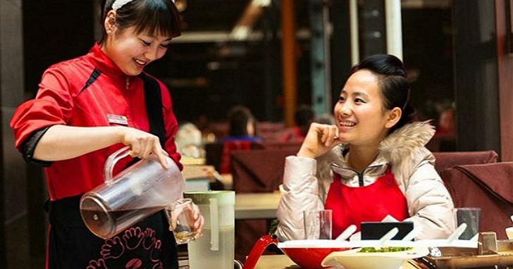 中國最狂的火鍋店「海底撈」為何會成功?老闆說他的秘訣是:忘掉KPI