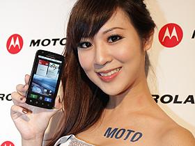 制霸!MOTO ATRIX 開啟手機雙核元年 與 XOOM 平板首曝