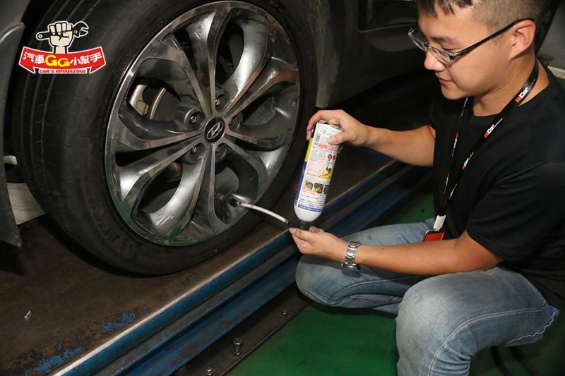 雖然「輪胎」可能會報廢,但「緊急狀況」下卻很好用,自動充氣「補胎劑」使用訣竅看這裡!