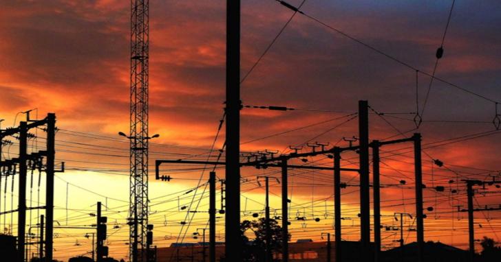 因人為疏失導致全台17縣市停電,手機、網速影響大