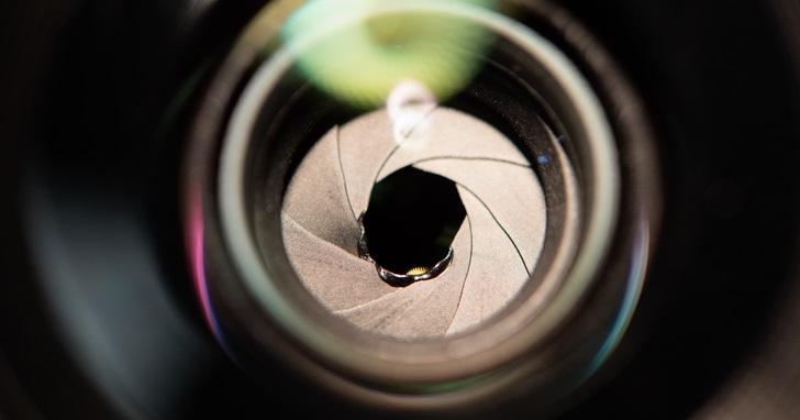 還是讓專業的來吧!國外網友嘗試拍攝日全蝕結果悲劇:光圈融掉了