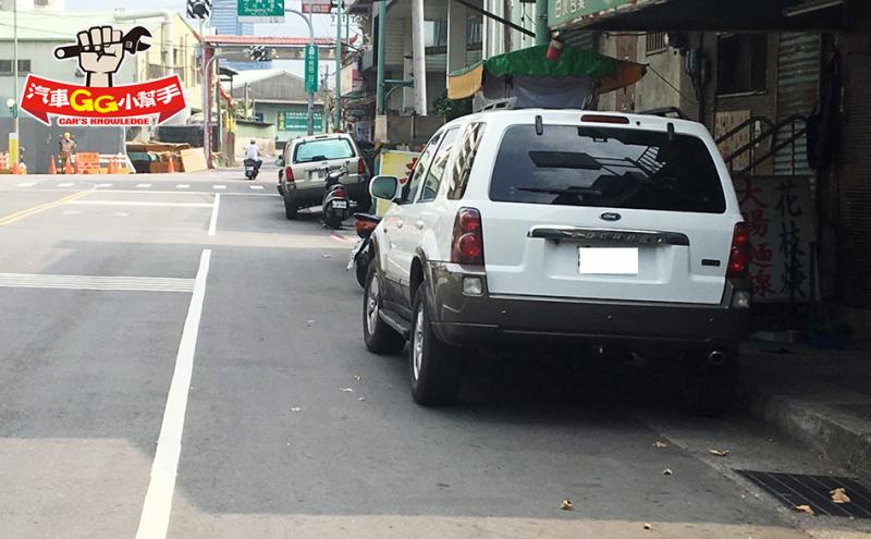 明明把車停在白線上還被罰?不是政府在搶錢,而是你停的方法不對