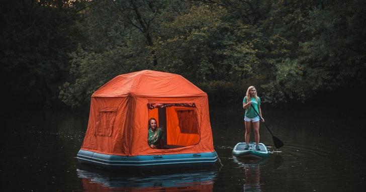 全球第一款漂浮帳篷,讓你輕鬆在水上露營,但請自備划槳