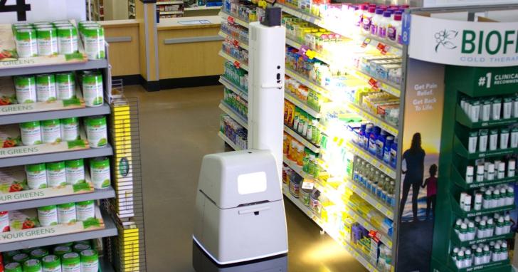 美國賣場讓機器人自動掃描貨架、檢查是否需要補貨,說可以讓員工把工作放在「更需要的地方」