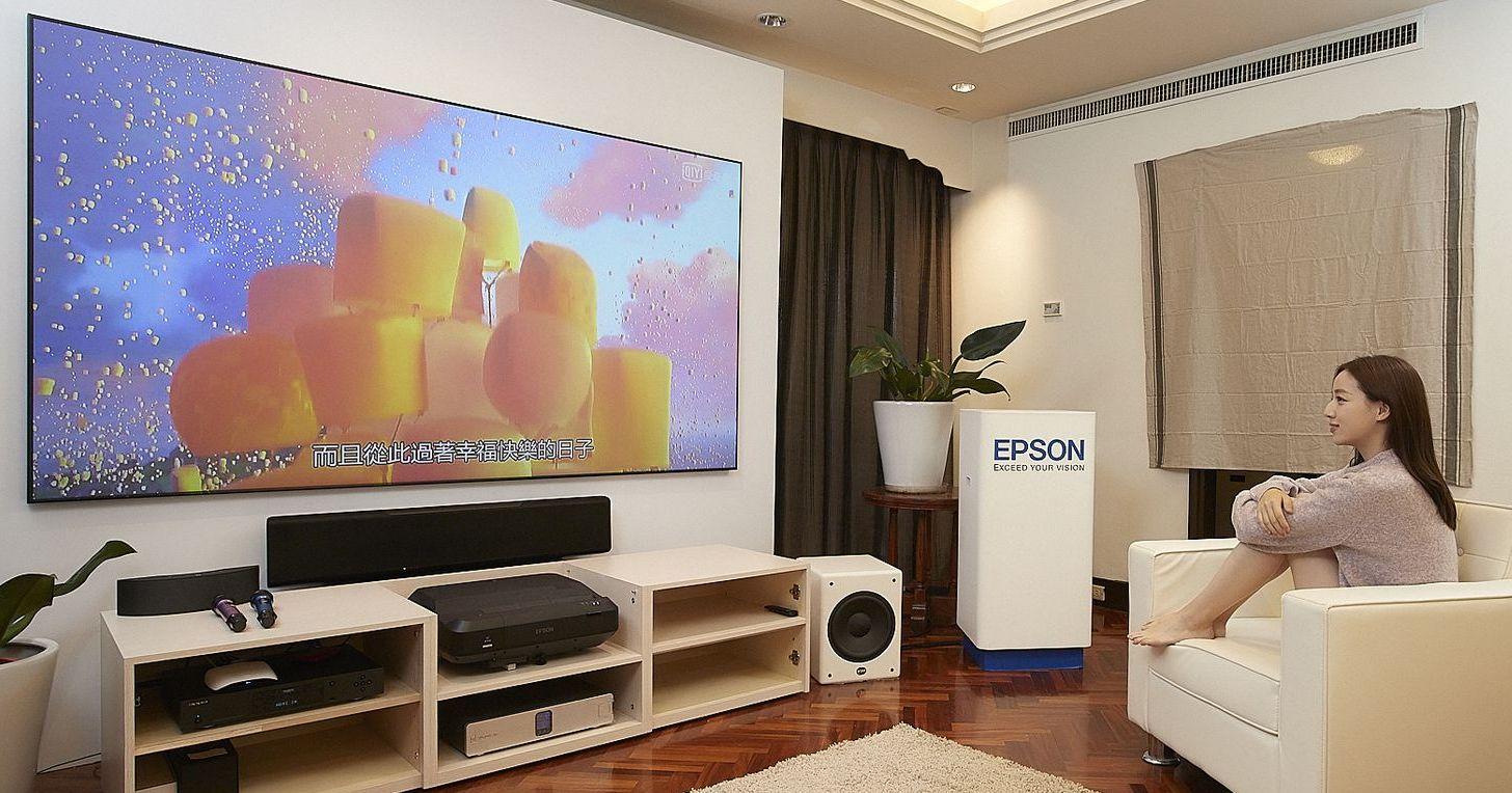 Epson EH-LS100 雷射電視強勢登台:只需 24.4cm 距離就能看 100 吋超大畫面!