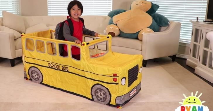 這個 6歲男童在YouTube收入排行榜排第八名 ,一年光靠玩玩具開箱賺的錢比你一輩子賺的還多