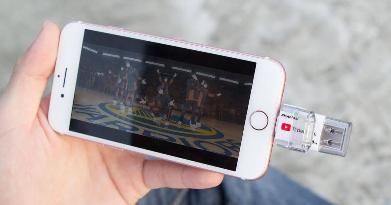 iPhone 看片專用,Photofast 推出可離線瀏覽 YouTube 影片的 TubeDrive 隨身碟