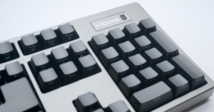 再也不用記一堆密碼啦! i-Rocks K68M 指紋辨識鍵盤,讓桌上型電腦也能享受秒速解鎖電腦跟網站的快感