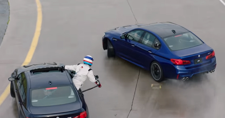 BMW M5連續8小時飄移374公里打破世界紀錄,但更酷的是幫它加油的那個人