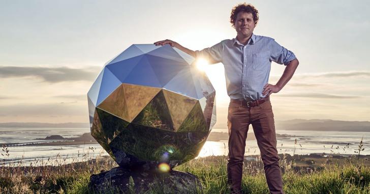 整個地球都是我的夜店!全世界都看得到「Disco鏡面球」衛星飛上太空了!