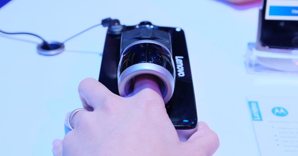 模組魂不滅!Moto 在 MWC 上推出一系列新模組,可以量血壓、體溫、心跳、還有 360 相機