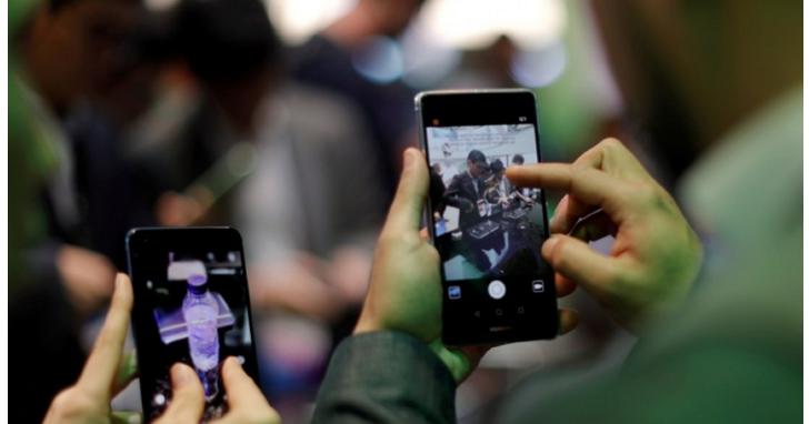 華為消費者業務CEO余承東先前說手機無法打入美國電信通路稱「政治力量」介入,現在遭華為官方駁斥打臉