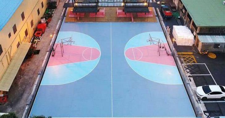 這樣能打球嗎?籃球架放禁區,高雄市籃球場竟獲建築界奧斯卡獎
