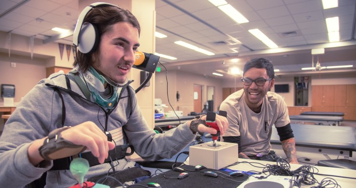 Microsoft 為 Xbox 推出 Adaptive Controller 程式化控制器,讓更多人能享受遊戲
