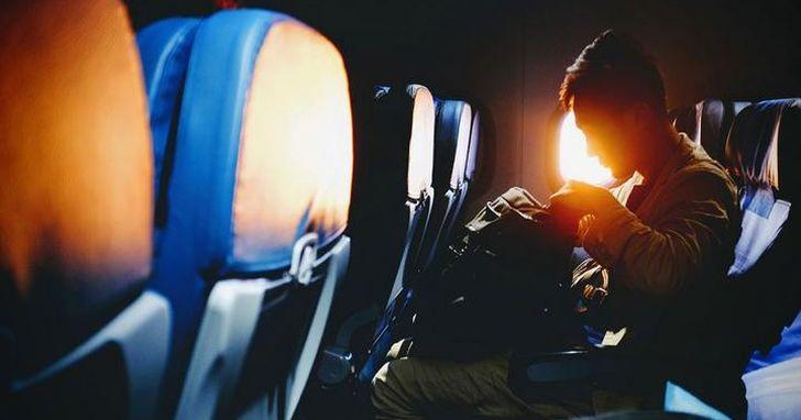 中國一家航空公司推出了「佔座票」,一人能坐兩個座位