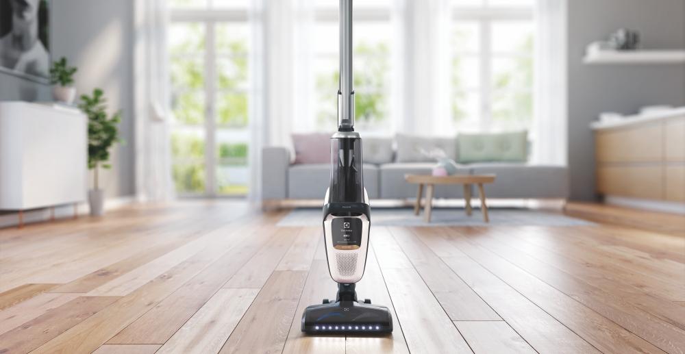伊萊克斯推 Pure F9 變形吸塵器,主機位置可滑動、吸塵更輕鬆