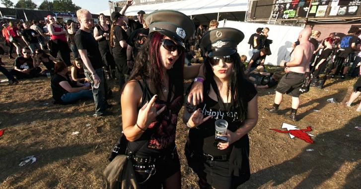 搖滾不死!德國兩位老人從療養院「越獄」,只為了去參加重金屬搖滾音樂祭