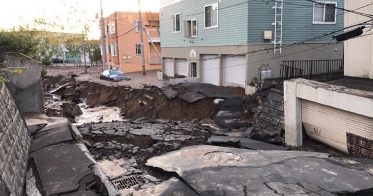 北海道凌晨發生6.7強震,震央附近大規模山崩,全境電廠全數停擺、295萬戶停電