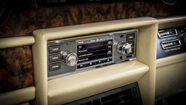 老車蹦出新滋味!Jaguar Land Rover 推出復古外型觸控式音響系統