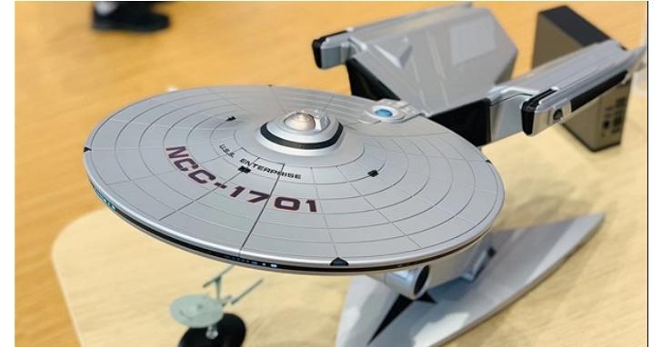 聯想發表超炫酷「艦式主機」,內建微型投影裝置