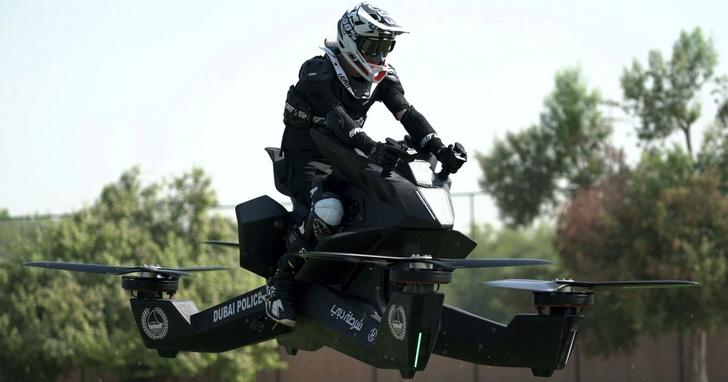 為了抓住更多罪犯,杜拜警察打算把飛行摩托車列為標準配備