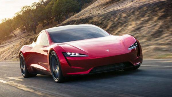 百公里加速「1.9秒」的威力,Tesla Roadster「實測影片」出爐,全程「尖叫聲」不斷!