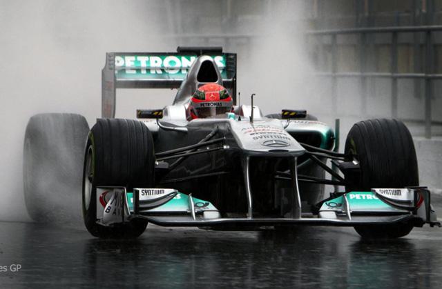 車神舒馬克開著 F1賽車重返紐柏林賽道【影片】