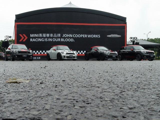 2013 John Cooper Works駕訓、全新四款 JCW車型到齊!信不信 75歲阿伯單手就能飆贏你?