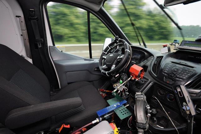 Ford使用機械式駕駛系統測試貨車耐用度!未來運將飯碗可能不保?!