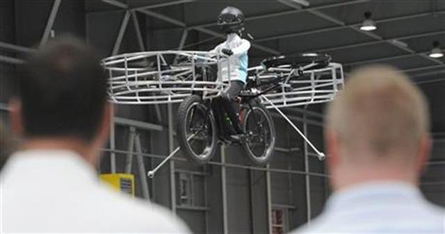 首輛直升機腳踏車試飛升空,遇上塞車就飛起來吧!