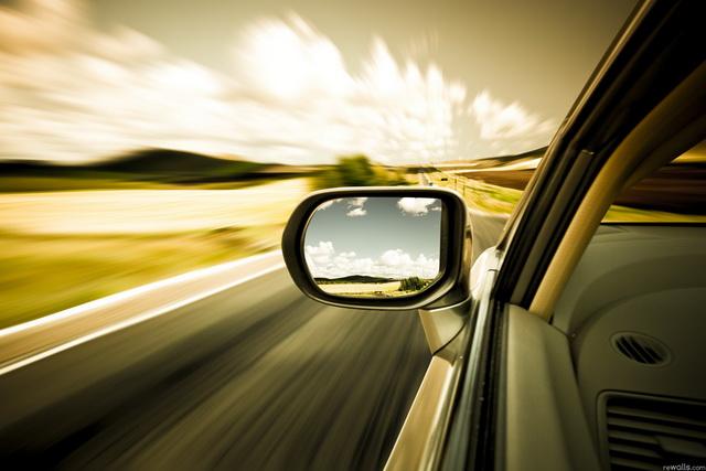 降低出車禍的五大「防禦駕駛」絕招(2) - 視野要放寬一點