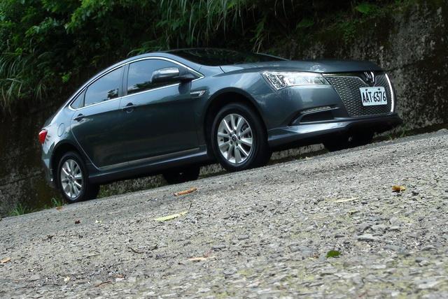 2013 納智捷 Luxgen5 Sedan 手排 M+ 試駕!男子漢到底應該開什麼排?