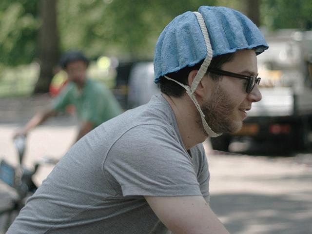 丟棄式廢紙安全帽,讓騎乘 U-Bike更安全!