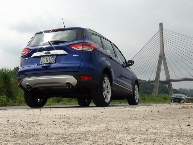 2013 Ford Kuga 2.0 EcoBoost運動版試駕!你想買的安全配備它都有賣!