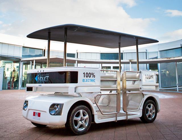 新加坡首輛無人駕駛電動接駁車上路測試中!跟 Google的無人車長相完全不同