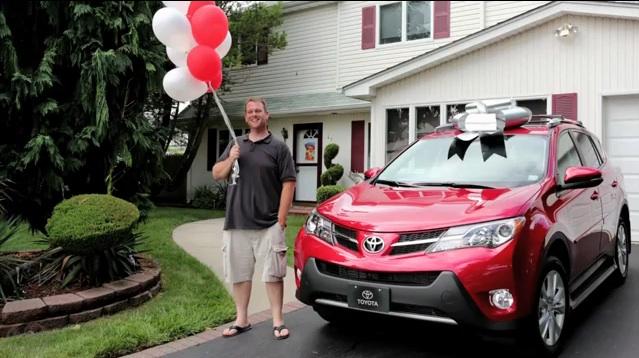 Toyota汽車替第五千萬位車主付清 Camry轎車貸款,再送一台全新 RAV4休旅車!