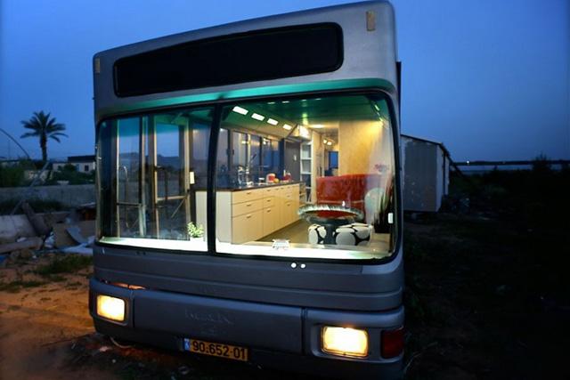 廢棄巴士變身時尚居住空間,才蓋好就要賣?難道是凶宅?