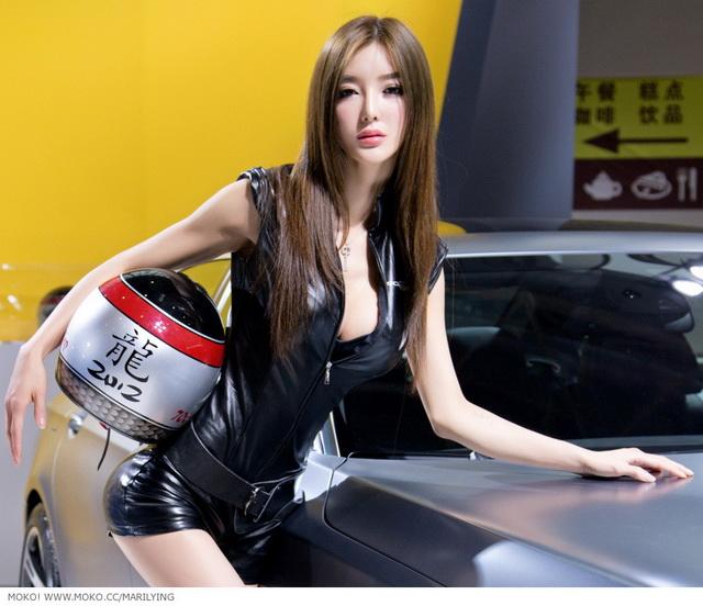 曾榮獲中國「全國最優美曲線」的超級車模李穎芝!