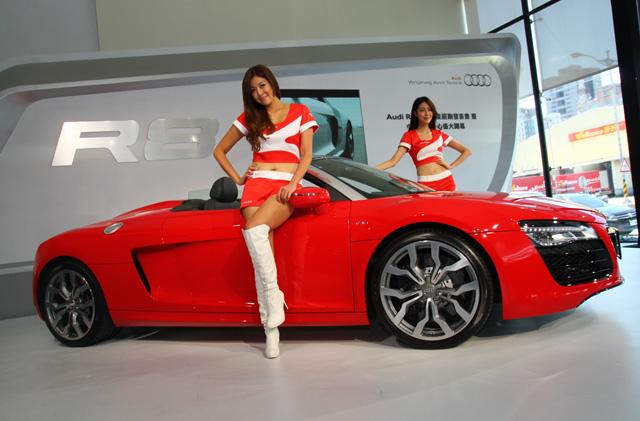 Audi R8 Coupe & Spyder超跑 Model篇,一邊氣質美,一邊狂野美,女神級模豆現身!