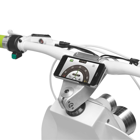 首輛完全與 iPhone智慧型手機結合的電動車自行車,還具有緊急自動撥打功能。
