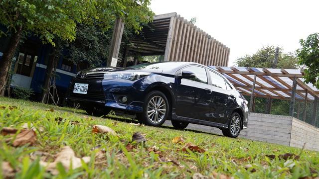 2013 Toyota Corolla Altis Z版、尊爵版試駕!不只台灣、也是全球銷售冠軍車款!